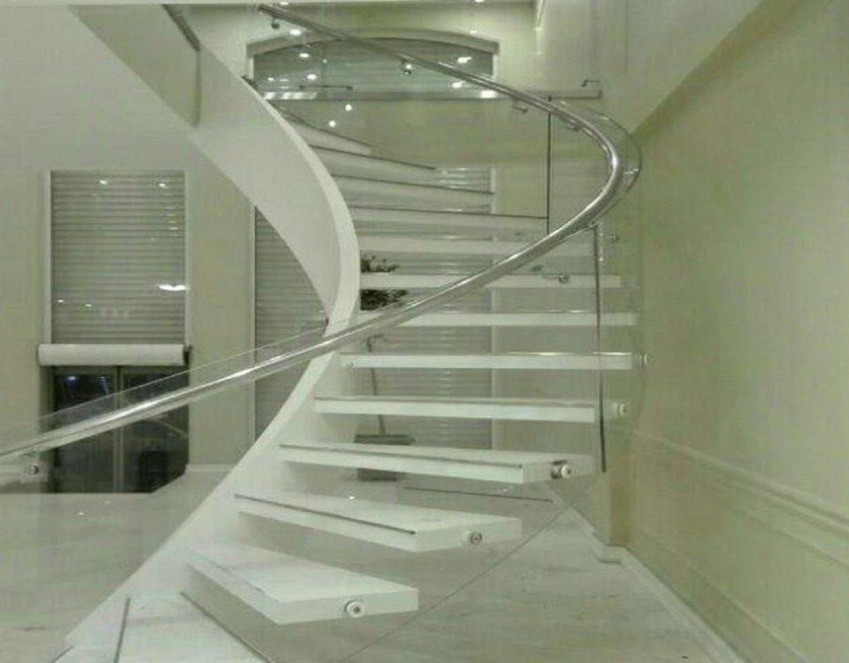 راه پله داخل ویلا نیم پیلوت